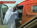 Эмиратец безнаказанно избивает водителя-индуса